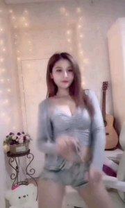 #性感不腻的热舞  @你的歆歆~ 动感十足的劲爆舞蹈,搅动的心湖一颤一颤的