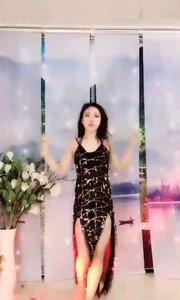 #性感不腻的热舞  @✨火爆猴? 性感的黑色亮片裙,为这黑夜增添一抹亮色