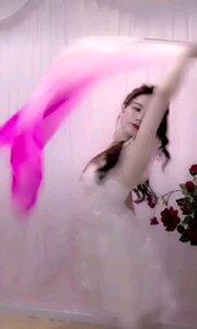 #性感不腻的热舞  @?西雅? 美的够柔也够端庄,像是不小心误闯了花中仙镜,如梦似幻
