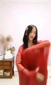 #性感不腻的热舞  @冰冰大可爱 红衣美人,美的热烈却又不张扬,有种温婉柔媚在其中