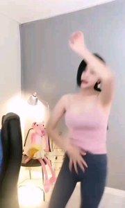 #性感不腻的热舞  @长歌baby 的韩舞性感迷人,爆发力还那么强,想移开眼都怕错过那和秒