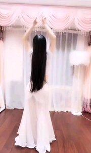 #性感不腻的热舞  @甜品公主?? 长发与衣袂翩飞,整个人灵动的如同林中精灵
