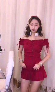 #性感不腻的热舞 #主播的高光时刻 #我怎么这么好看  @?潮汐- 感受到春节是气氛了,一身红衣让人心生欢喜