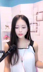 #花椒音乐人  @刘欣彤⚜️ 有点小忧伤,有点小忧郁,让人忍不住想抚平她的忧伤她的忧郁