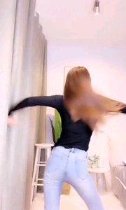 #性感不腻的热舞  @Cici橙橙子?? 只看一个背影就已经怦然心动了,转身的瞬间觉得心脏都停止了跳动