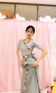 #性感不腻的热舞  @馨妍????? 草原的姑娘,花一样的名字,花一样的笑容,身上洋溢幸福的味道