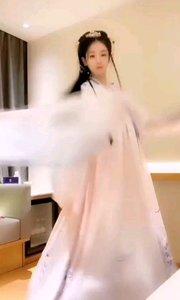 #性感不腻的热舞 #我怎么这么好看  @韩美.. 如同樱花一般的优雅烂漫,有一种淡淡的花香,不张扬确又那么霸道,让人难忘