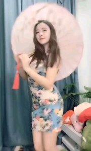 #性感不腻的热舞 #我怎么这么好看  @小番茄?, 带着江南水乡女的特有的柔情蜜意,像是伞下就是我一直在等的姑娘