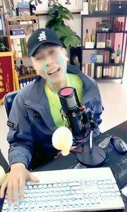 @张尧(88844484)一把鼻涕一把泪,讲述自己童年的悲惨经历,听到最后,我真的没忍住笑出声了....