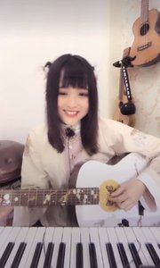 @小虾球儿(191952663) 青春系小可爱初来花椒,多才多艺的她居然会弹奏多种乐器,今天就先弹唱一首?#20923;?#37117;》吧~