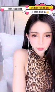 #主播的高光时刻  @木槿baby~ 有点飘了,自我调侃到自己是新疆最好看的女主播,你们怎么看?