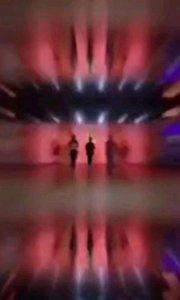 @夏课.. @花椒热点 一段非常有意境的舞蹈,来打开你的视觉盛宴吧!