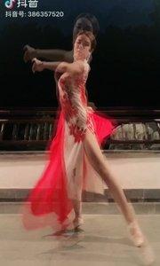 我想参加舞王大赛 大家可以支持我吗