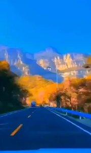 最美好的未来 是和正能量的人 奔跑在未来的路上 低头看得见道路 抬头看得清方向