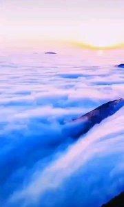繁华三千,看淡即是云烟; 烦恼无数,想开就是晴天。