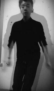 像这种舞呢,如果有人运镜就会特别帅,像我这种拍法就…特别衰?晚安?