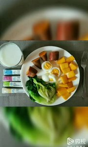 ? 为啥要吃早餐? 经过一夜的消耗, 到了早晨已是免疫空窗期 所以此时需要吃牛奶,鸡蛋,蔬菜,水果