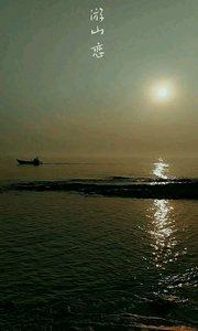 夕阳下慢慢划过的一叶扁舟#去哪儿过年