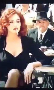 - 她其实一直在等一个为她拿掉烟的人,却不想等来的是一群为她点烟的人。