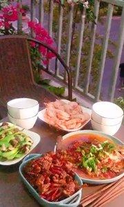 今天朋友来家里面吃饭,我做几个小菜聚聚