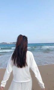 一大早来听海浪的声音,喂马劈柴,面朝大海,春暖花开