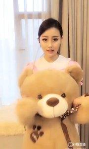我是熊宝宝,其实我很听话,我还有个非常可爱的布娃娃?