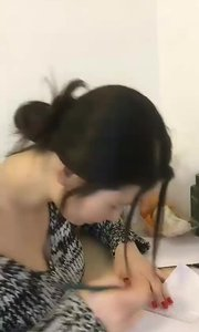 这个花椒主播颜值好高,忍不住给ta录制了一个小视频~