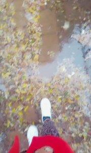 #美不美全看腿 #你的甜心辣妹 #颜即是正义 #新人报道请多关照 带你们看看冬天的第一场雨,很美。豹纹腿也美,哈哈?