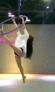 "#ANN舞国际 一定要跟 ""会跳舞""的小姐姐做朋友  因为,这舞蹈的背后  藏着一个人的  自律、坚持"