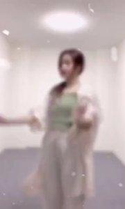 #花椒好舞蹈 #颜即是正义  @甜甜心儿??? ,甜美青春,全能dancer,不想错过主播的精彩直播?戳上方主播昵称,直接到个人主页进行关注
