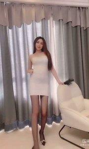#花椒好舞蹈   @腿模桃桃宝贝? 一个东北女孩却是甜甜的长相与声音,修长的大长腿让人眼前一亮。主播需要你的支持与守护!点击上方主播昵称,关注她,开播第一时间早get!