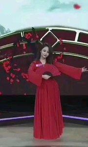 #花椒星闻 @花椒热点 #2019巅峰之战  春风绕过发梢红纱 漂亮的@桃子小姐  露白 在#舞王之争 表演了舞蹈《红昭愿》,身着红衣翩翩起舞,一把红扇在她手中上下翻动,与背景的花瓣雨前后呼应,真美! #巅峰达人初赛