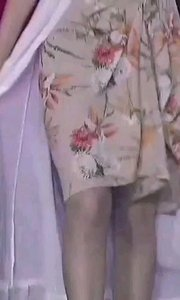 #花椒星闻 @花椒热点 #2019巅峰之战  百花争艳,@美琪??. 率先出场 #女神之争 PK赛拉开帷幕,积分最高的@美琪??. 身着花裙和白纱披风率先出场,她依然以文雅的姿态,轻盈的步伐,在舞台上秀出自己的风采。 #巅峰达人初赛 #我怎么这么好看 #主播的高光时刻
