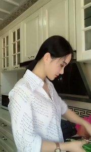 厨房炒菜抖一曲韭菜之歌