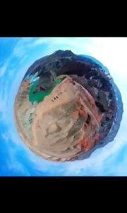 新疆奎屯大峡谷:因千万年来天山雪水自然冲刷形成,加上千万年的雨水冲刷,在沙砾石堆积的下切河谷悬壁上留下了密布如织的冲沟。