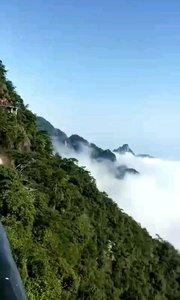 江西省三清山,主峰玉京峰海拔1819.晋代医药学家、理论家、著名葛洪,约在东晋升平年间来到三清山风景名胜区炼丹。