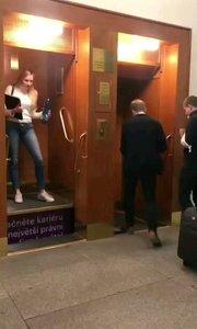 布拉格某大学电梯,好像哈利波特里的场景