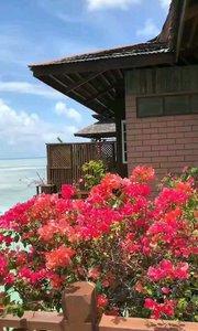 马来西亚仙本那卡帕莱岛(Kapalai)是将海上木屋发挥到最极致的酒店岛屿之一,也是其中最为中国人所熟知的岛屿。