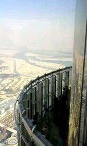 世界第一高楼迪拜哈利法塔风景哈利法塔高828米,楼层总数162层,造价15亿美元