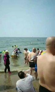 海边游玩。?