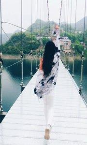 桥那头是老丈人家,谁敢挑战在桥上舞蹈的可见岳?#31119;?>                                 <div class=